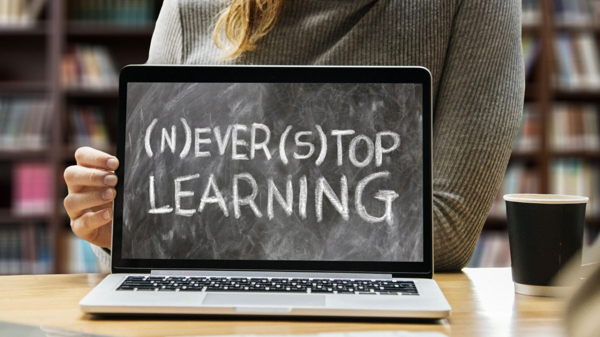 Creating Online Community For An E-Learning Website
