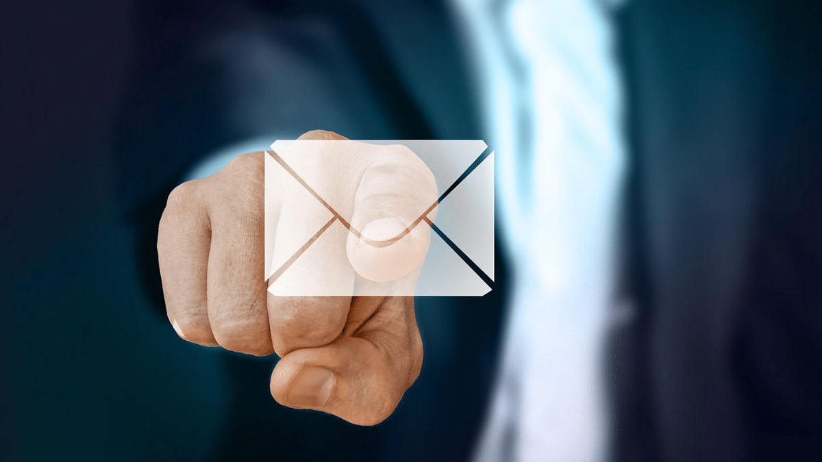 How to customize order emails